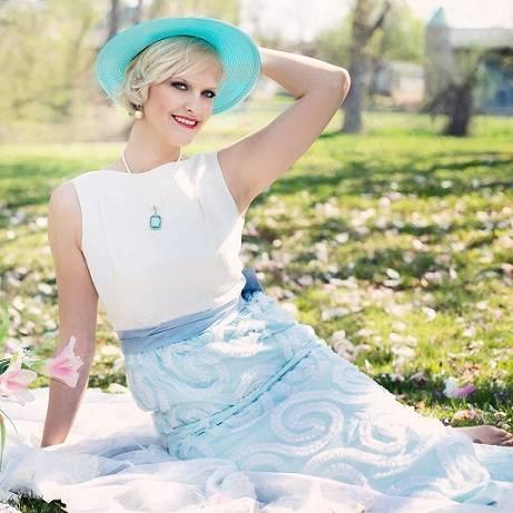 556c3bfb5436 Sukienka na wesele dla 50 latki o figurze typu jabłko