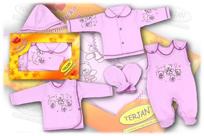 867fc345b0 Piękna wyprawka dla noworodka ozdobiona wesołym nadrukiem oraz elegancką  kroszetką. Kolor wrzosowy.